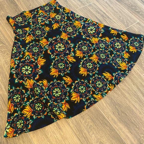LulaRoe Floral Skirt 🌻🍂 C2 Size Med